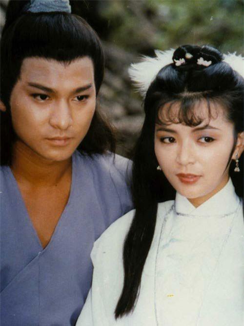 """Tiên đồng ngọc nữ bước ra từ truyện Kim Dung: Đẹp đôi đến độ ai cũng mong """"phim giả tình thật"""", có cặp nên duyên chồng vợ ngoài đời thực - Ảnh 1."""