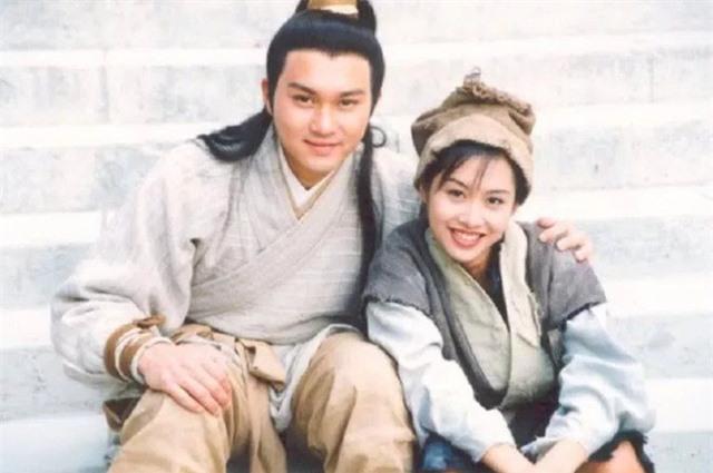 """Tiên đồng ngọc nữ bước ra từ truyện Kim Dung: Đẹp đôi đến độ ai cũng mong """"phim giả tình thật"""", có cặp nên duyên chồng vợ ngoài đời thực - Ảnh 11."""