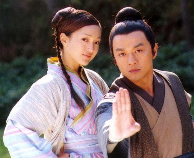 """Tiên đồng ngọc nữ bước ra từ truyện Kim Dung: Đẹp đôi đến độ ai cũng mong """"phim giả tình thật"""", có cặp nên duyên chồng vợ ngoài đời thực - Ảnh 13."""