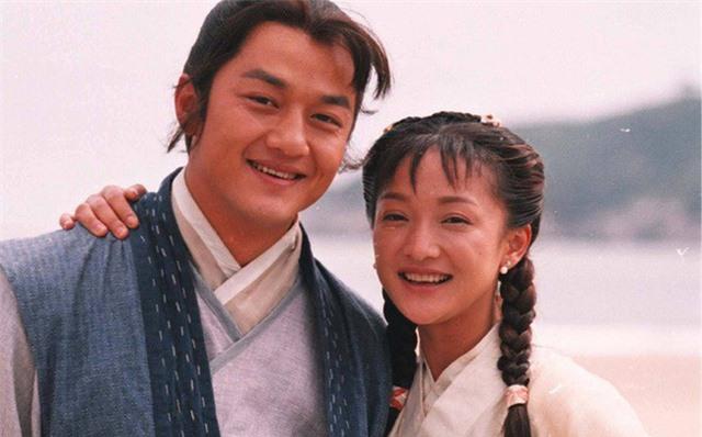 """Tiên đồng ngọc nữ bước ra từ truyện Kim Dung: Đẹp đôi đến độ ai cũng mong """"phim giả tình thật"""", có cặp nên duyên chồng vợ ngoài đời thực - Ảnh 14."""