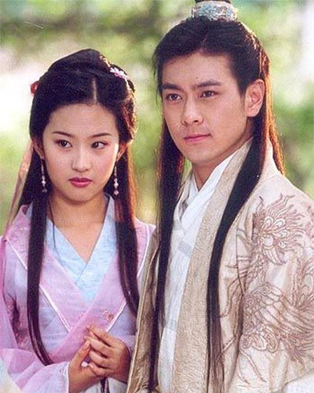 """Tiên đồng ngọc nữ bước ra từ truyện Kim Dung: Đẹp đôi đến độ ai cũng mong """"phim giả tình thật"""", có cặp nên duyên chồng vợ ngoài đời thực - Ảnh 15."""