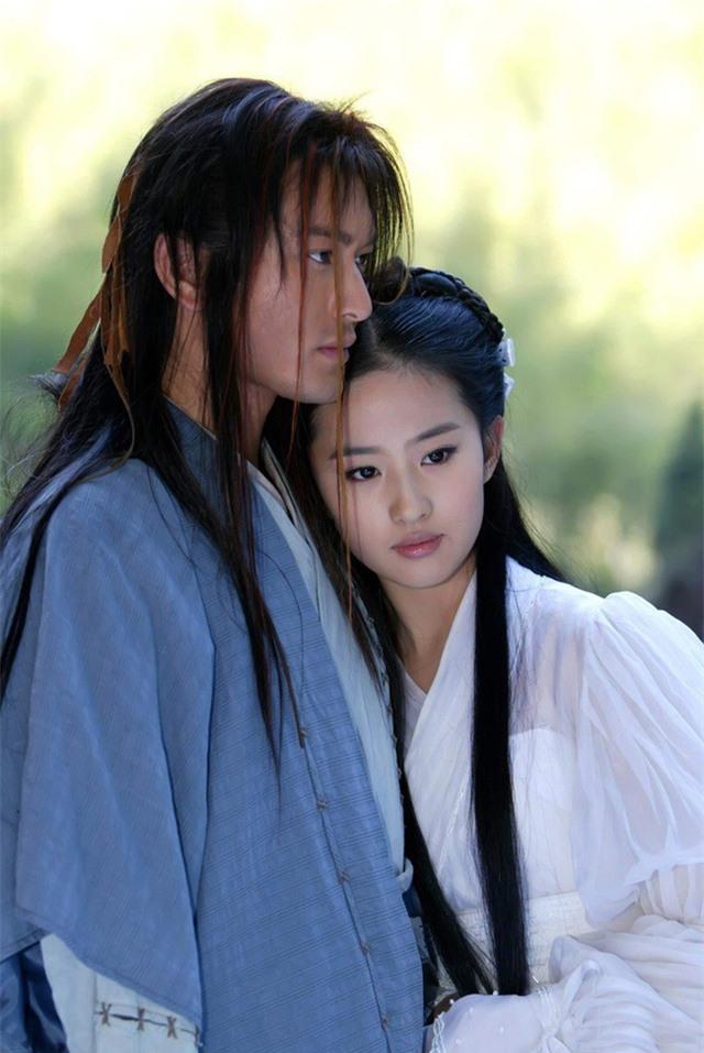 """Tiên đồng ngọc nữ bước ra từ truyện Kim Dung: Đẹp đôi đến độ ai cũng mong """"phim giả tình thật"""", có cặp nên duyên chồng vợ ngoài đời thực - Ảnh 9."""