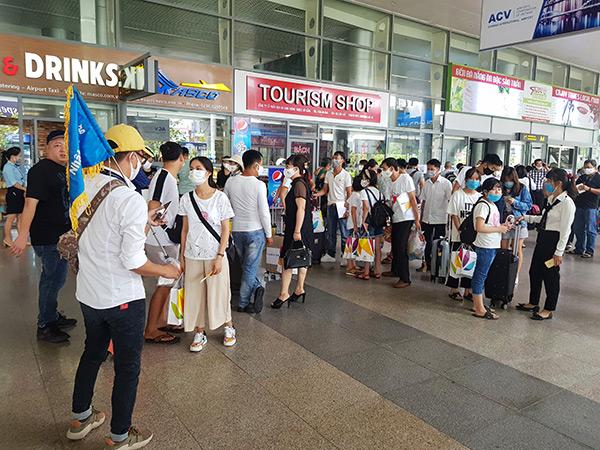 Và đã hơn 2 tháng, sân bay Đà Nẵng mới lại có không khí nhộn nhịp này!