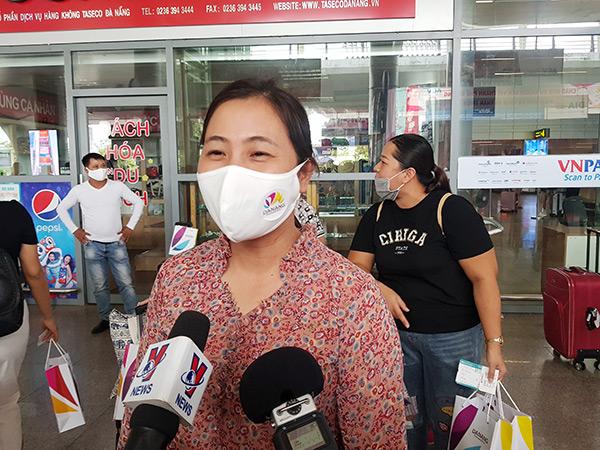 và chị Hoàng Thị Hằng đến từ Việt Trì (Phú Thọ) đều cho biết rất yên tâm trong chuyến trở lại Đà Nẵng lần này!