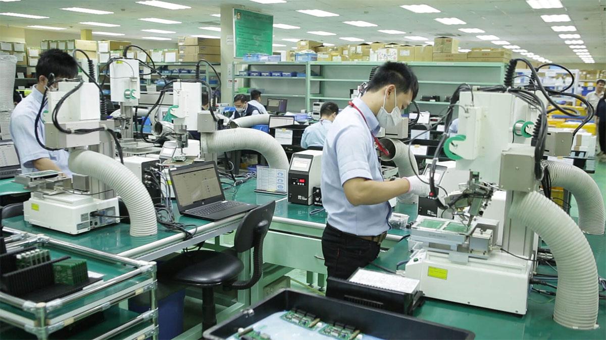Việc áp dụng khoa học công nghệ trong sản xuất sẽ giúp doanh nghiệp phát triển sau dịch.