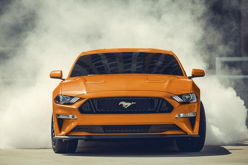 1. Ford Mustang 2020 (giá khởi điểm: 26.670 USD, điểm tổng thể: 8,8/10).