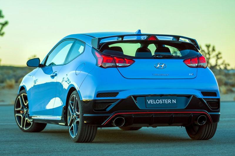 5. Hyundai Veloster N 2020 (giá khởi điểm: 27.600 USD, điểm tổng thể: 8,2/10).