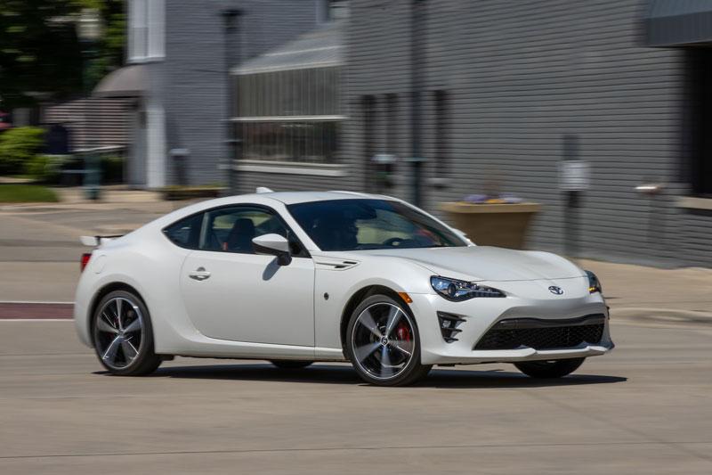 8. Toyota 86 2020 (giá khởi điểm: 27.060 USD, điểm tổng thể: 7,6/10).