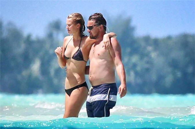 Toni Garrn và Leonardo DiCapri tắm biển năm 2014.