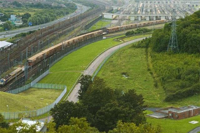 """Choáng váng với kiến trúc của 10 đường hầm """"độc lạ"""" nhất thế giới - Ảnh 7."""