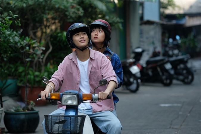 Avin Lu và Hồ Thu Anh trong cảnh đầu tiên được bấm máy của phim Sài Gòn trong cơn mưa.