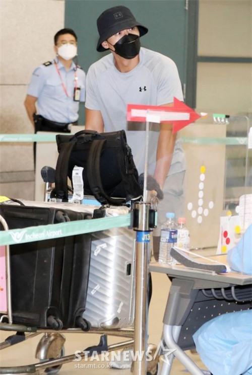 Hyun Bin từ Jordan trở về hồi tháng 9.
