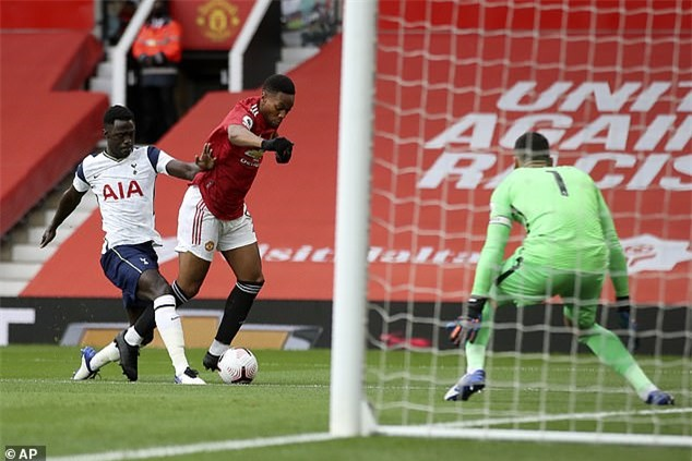 Martial đã khởi đầu trận đấu đẹp như mơ với 1 quả penalty