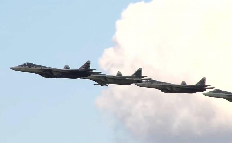 Tiêm kích tàng hình Su-57 của Nga mang tên lửa không đối không tầm xa K-77. Ảnh: Military Watch.