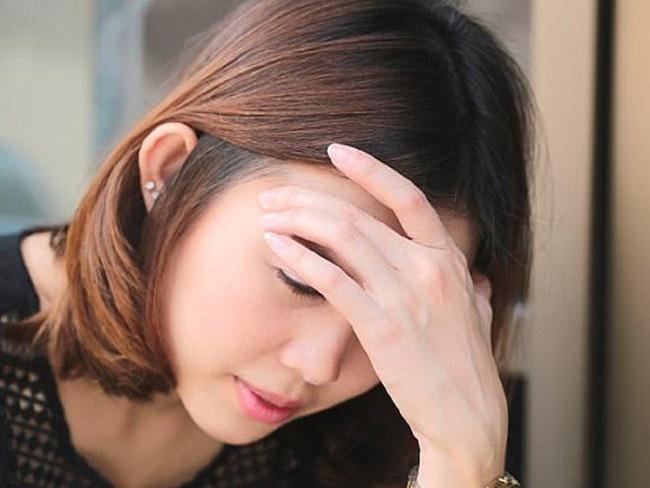 Đau đầu thường do stress mà ra nhưng cũng có thể xuất phát từ việc ăn kiêng kham khổ.