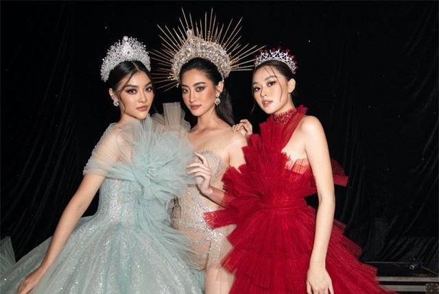 Hoa hậu Lương Thuỳ Linh xuất sắc trong vị trí Vedette Nữ thần mùa hạ - Ảnh 2.
