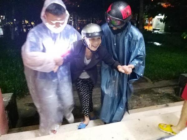 Chính quyền phường Hòa Hải (quận Ngũ Hành Sơn, Đà Nẵng) sơ tán dân phòng, tránh cơn bão số 5 vừa qua (Ảnh: Thanh Lài)