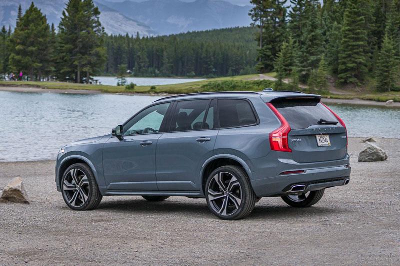 9. Volvo XC90 2020 (giá khởi điểm: 48.350 USD, điểm tổng thể: 7,6/10).
