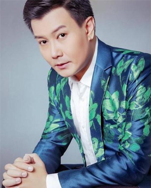 Ca sĩ Tuấn Phương.