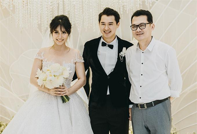 Nghệ sĩ Hữu Châu tới mừng hạnh phúc của hai đàn em.