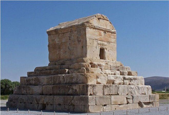 Lăng mộ được xây để tưởng nhớ vị hoàng đế La Mã Cyrus