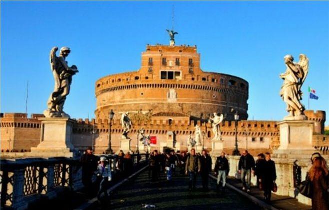 Lăng mộ được xây dựng làm nơi an nghỉ của hoàng đế La Mã Hadrian