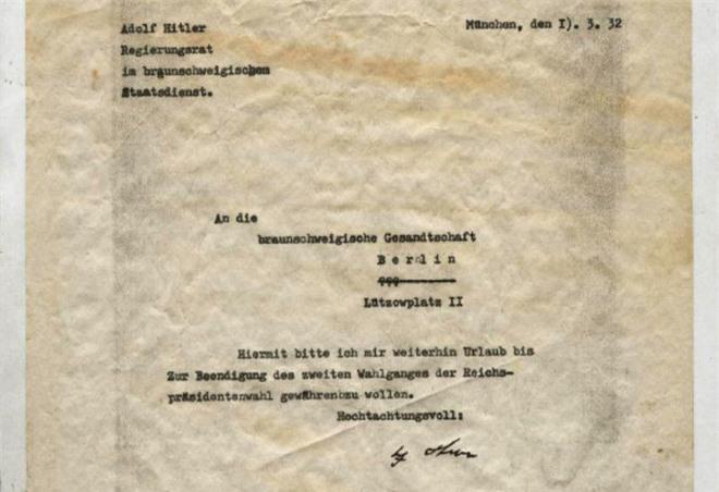 Kỳ lạ bức thư đầy lỗi đánh máy của trùm phát xít Hitler được định giá 7.900 USD! - Ảnh 1.