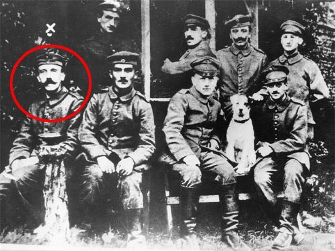 Kỳ lạ bức thư đầy lỗi đánh máy của trùm phát xít Hitler được định giá 7.900 USD! - Ảnh 4.