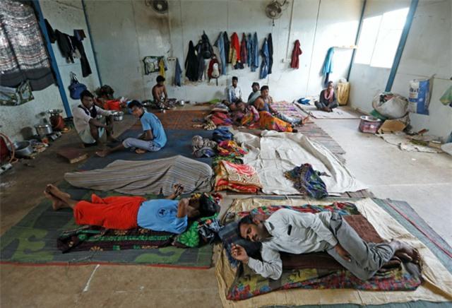 Đại dịch COVID-19 khiến hàng trăm triệu người rơi vào cảnh nghèo đói cùng cực - Ảnh 1.