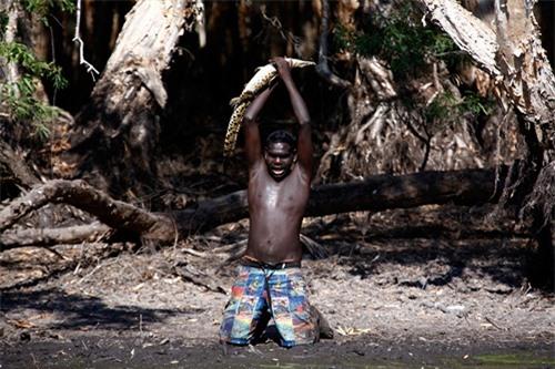 Bộ tộc kỳ lạ ở phía Bắc Australia sống bằng nghề săn bắt cá sấu hàng chục ngàn năm