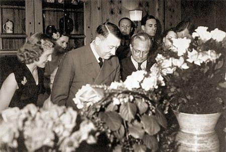 Ảnh chưa từng công bố về người vợ xinh đẹp của Hitler - 14