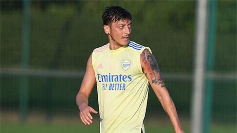 Arsenal đàm phán hủy hợp đồng với Oezil