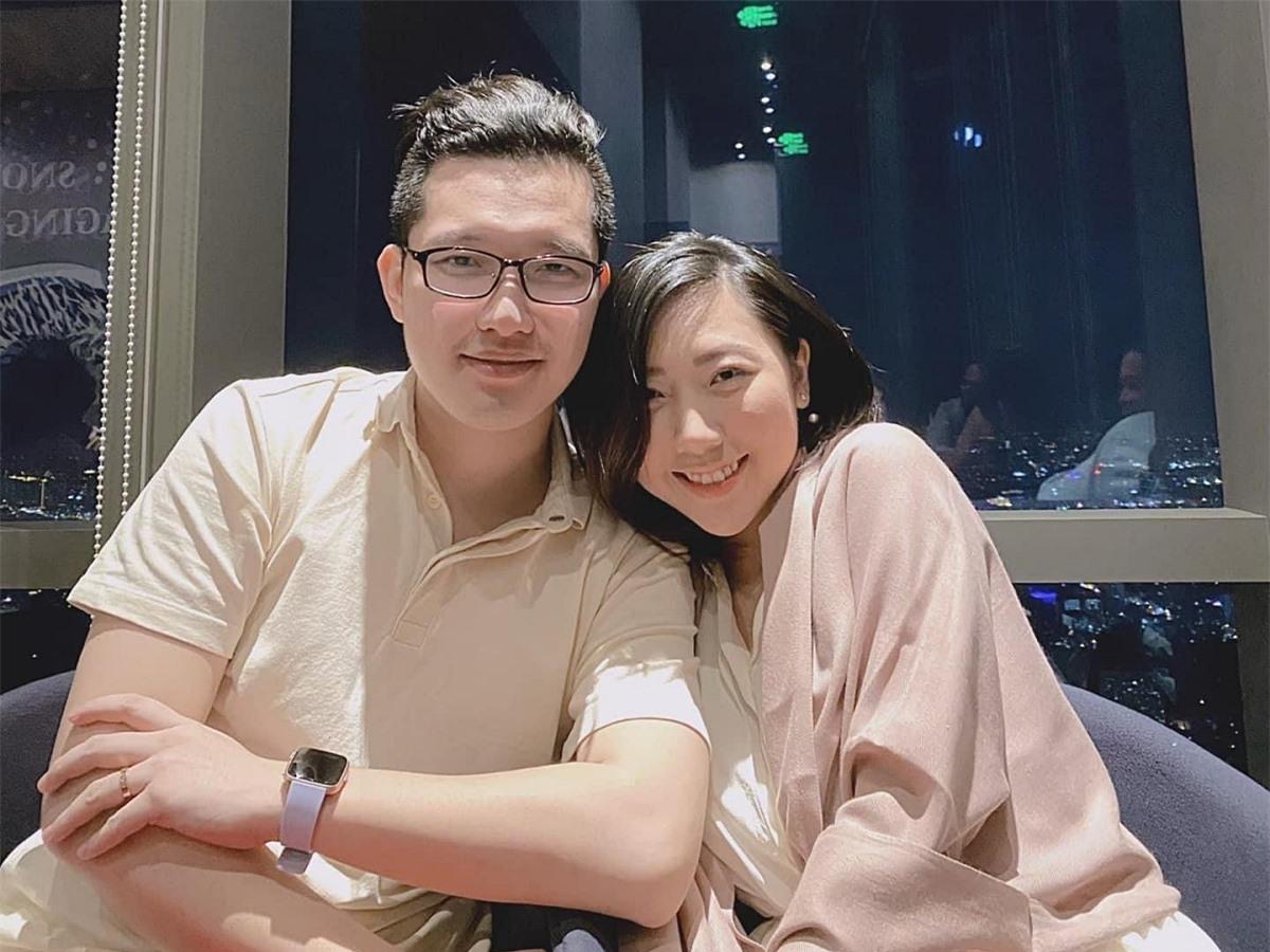 Sau 3 năm yêu nhau, cô kết hôn vào đầu năm 2018 với ông xã người Hong Kong - Yung Man Kit. Hai vợ chồng hiện làm nghề kinh doanh.