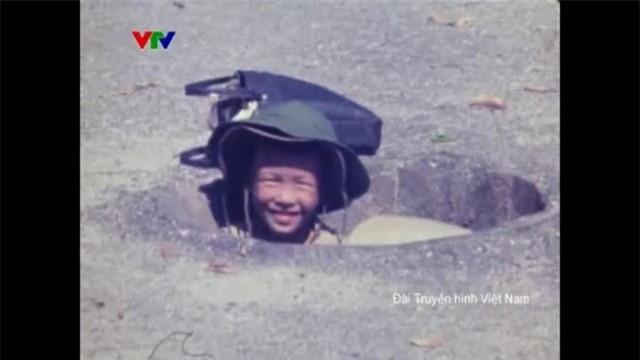 Hình ảnh rất khác của Hà Nội ngày xưa: Từ thi bơi đến những ngày bom đạn trút xuống - Ảnh 3.