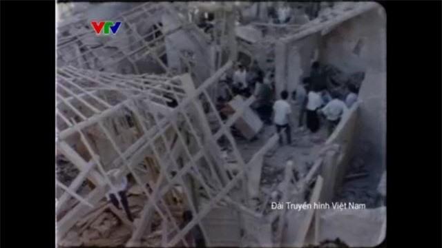 Hình ảnh rất khác của Hà Nội ngày xưa: Từ thi bơi đến những ngày bom đạn trút xuống - Ảnh 4.