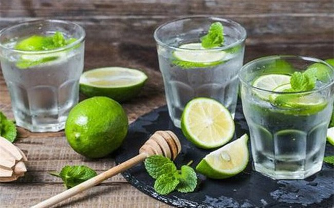 Uống nước chanh sau khi luyện tập