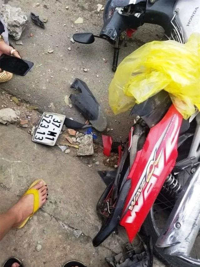 Tai nạn liên hoàn giữa ô tô 7 chỗ và 2 xe máy khiến 2 người tử vong - Ảnh 1.