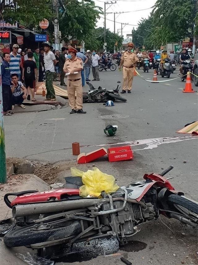 Tai nạn liên hoàn giữa ô tô 7 chỗ và 2 xe máy khiến 2 người tử vong - Ảnh 2.