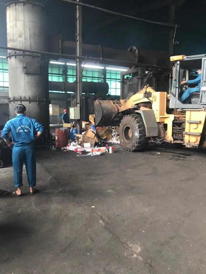 Việc giám sát tiêu hủy có đầy đủ các thành phần của Hội đồng tiêu hủy Cục Quản lý thị trường tỉnh Bà Rịa - Vũng Tàu, đại diện Sở Tài chính, Sở Tài nguyên và Môi trường.