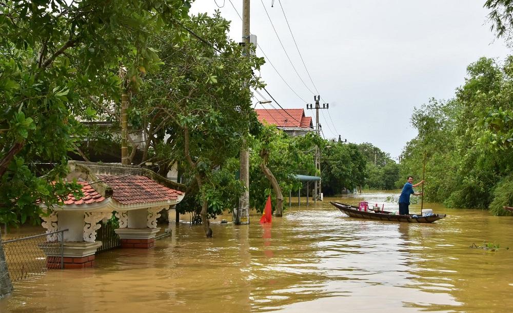 Mưa lũ kéo dài khiến nhiều nơi ở Thừa Thiên Huế ngập lụt.