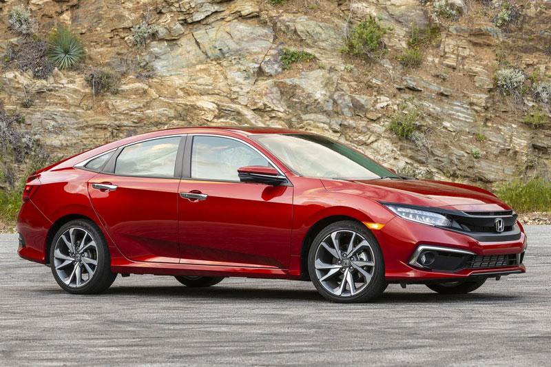 2. Honda Civic 2020 (giá khởi điểm: 19.850 USD, điểm tổng thể: 8,5/10).