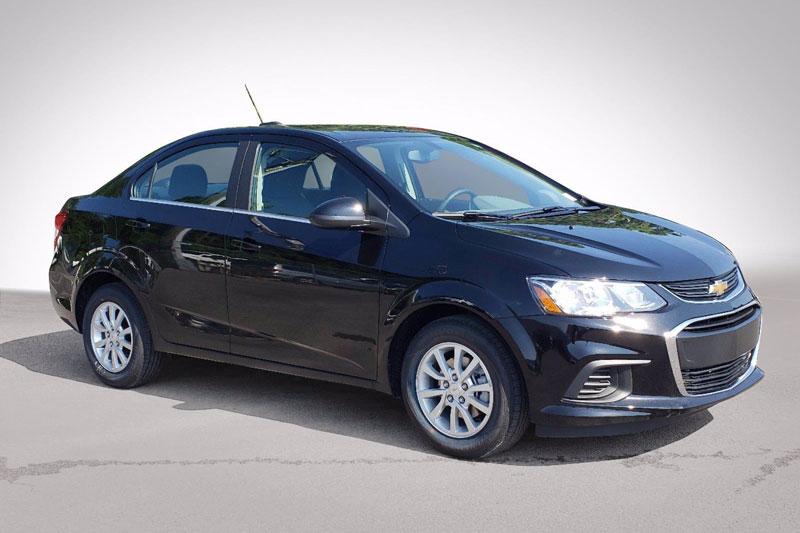 8. Chevrolet Sonic 2020 (giá khởi điểm: 16.720 USD, điểm tổng thể: 8/10).