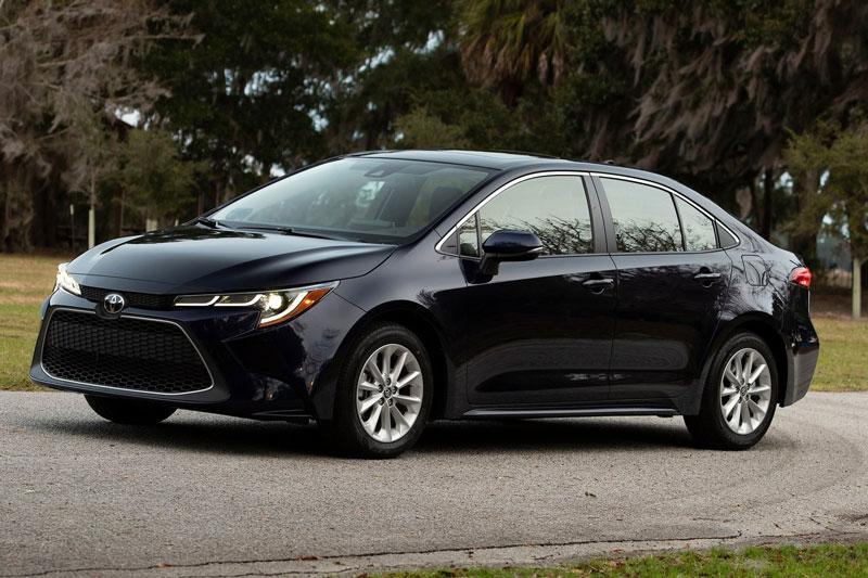 9. Toyota Corolla 2020 (giá khởi điểm: 19.600 USD, điểm tổng thể: 8/10).