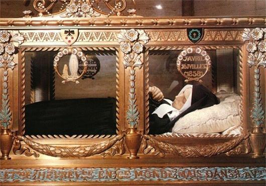 Thi thể Thánh Bernadette đến nay vẫn là 1 hiện tượng bí ẩn