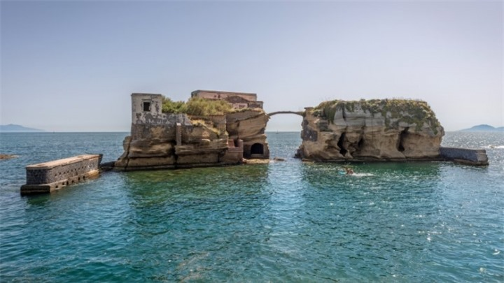 isola-della-gaiola-the-cursed-island-you-dont-want-to-live-on-1518468781