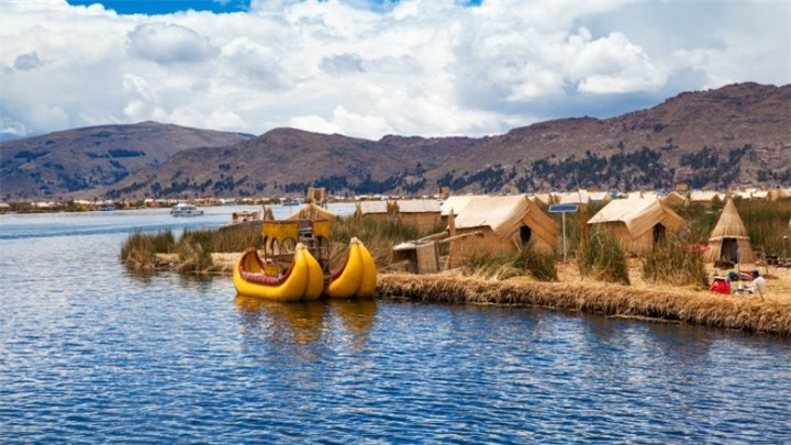 the-floating-islands-of-lake-titicaca-1518468781