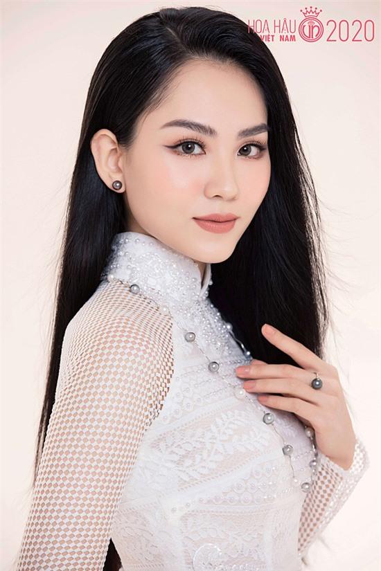 Huỳnh Nguyễn Mai Phương là Hoa khôi Đồng Nai 2018, đoạt giải nhì (2016) và giải ba (2017) môn tiếng Anh cấp tỉnh. Cô theo học chuyên ngành Tiếng Anh thương mại tại Đại học Đồng Nai.