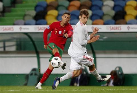Dù đang phải cách ly tập trung tại Juventus, Ronaldo vẫn về đá cho ĐTQG ở trận gặp Tây Ban Nha vừa qua