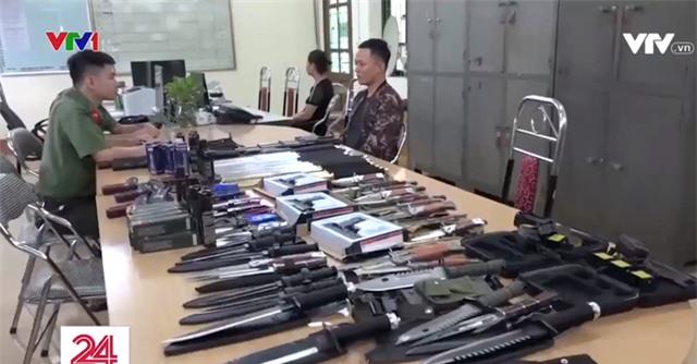 Thu giữ lượng lớn vũ khí thô sơ, công cụ hỗ trợ tại Lào Cai - Ảnh 2.