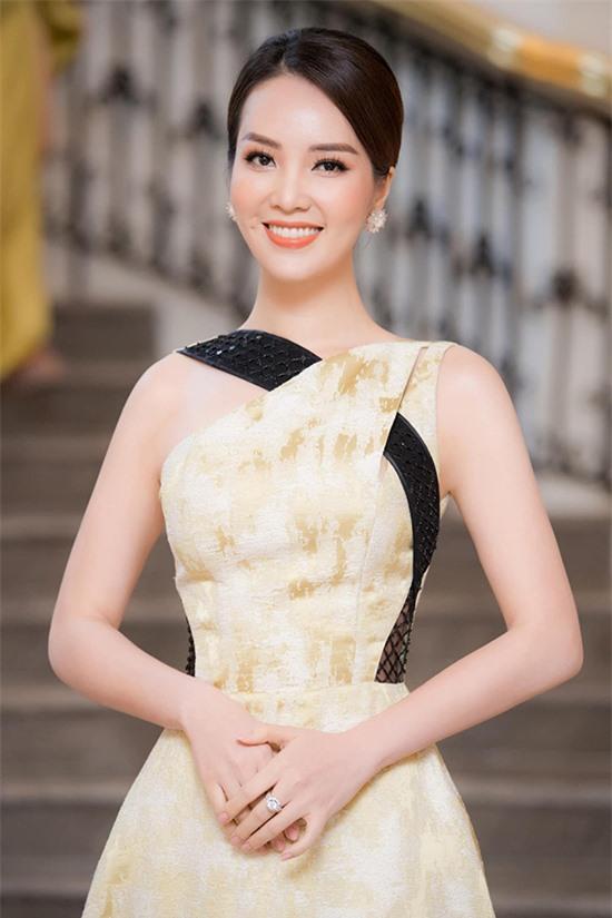 Á hậu Thụy Vân tại họp báo vòng bán kết Hoa hậu Việt Nam 2020 tại Hà Nội.